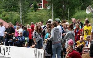 Runt 400 personer fanns på plats för att se helgens fartfest.