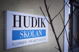 En ny klass kommer att startas på Hudikskolan, för cirka 18 elever i niondeklass. Sju elever i årskurs sju och åtta har också sökt sig till skolan.
