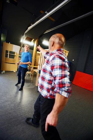 Fredrik Fors dyker oväntat upp som Don Juan när KG Gustavsson som Romeo vill uppvakta sin Julia