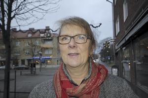Berit Lindblom, 65 år,    pensionär, Fagersta: – Jag har ingen gran inomhus. Jag tycker att det barrar för mycket och sedan har jag katt.