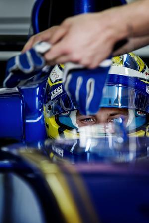 Laddad för race.  Marcus Ericsson med sammanbiten blick i Barcelona.