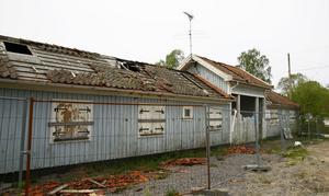 Nu ska den återstående byggnaden vid gamla idrottsplatsen rivas. Tanken på att bevara portalen har skrotats.