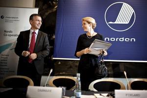 Leende statsministrar. Jens Stoltenberg (S) och Helle Thorning-Schmidt (S) ser ut att trivas på Nordiska rådets möte i Köpenhamn.foto: scanpix