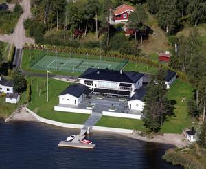 Inte till salu – men fastighetsmäklarens dröm. Nicklas Bäckströms hus på 500 kvadratmeter vid Stensnäs på  Norrlandet är i mångmiljonklassen.