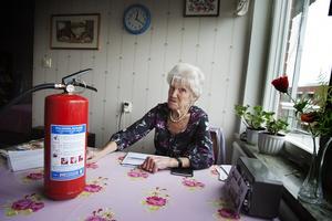 Irene Gelin känner sig påprackad brandsläckaren som såldes till överpris.