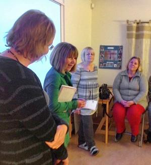 Besökarna informerades av från höger Kristina Lundén, rektor för särskolan, Mimmi Karlsson, anställd vid skolan, Marianne Hjort, även hon anställd vid särskolan, och Eva Magnusson, IT-pedagog, med ryggen mot kameran.