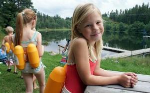 Anna Broberg ska träna på att hålla upp huvudet när hon simmar.