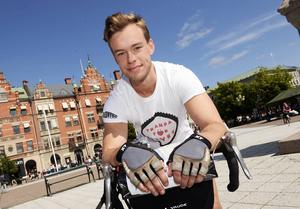 Martin Stolpe är nöjd efter cykelturen från Stockholm.