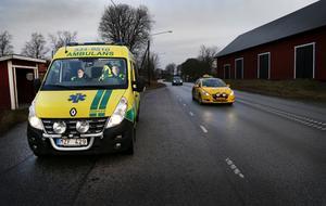 När Norrtäljes två ambulanser larmas iväg dirigeras ofta Susanne Elvermark och Kent Edberg vid ambulansen i Hallstavik ner till Söderbykarl för att stå i beredskap närmare Norrtälje stad.
