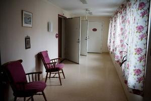 Äldreboendet i Pilgrimstad var tomt i går. Samtliga åtta boende evakuerades efter branden till Gellinergården i Gällö.