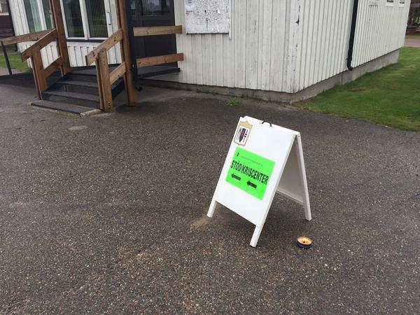 Församlingshemmen i Sveg och Lillhärdal håller öppet stöd och kriscenter på fredagen efter att en man avlidit och en skadats allvarligt i en bilolycka under natten till fredag.