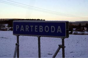 Hastigheten genom parteboda måste sänkas till 50 kilometer i timmen anser byalaget och byföreningen i en skrivelse till Ånge kommun.
