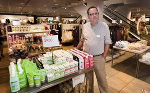 """Oroad. Fyra kunder blev av med sina plånböcker inne på HM:s butik på Vasagatan i onsdags. Nu har de satt in extra vakter. """"Det viktigaste för oss är att kunderna ska känna sig trygga"""", säger Bo Eriksson, butikschef."""