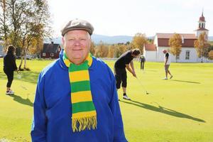 Mats Widén, för dagen klädd i Ljusdals Bandys färger.