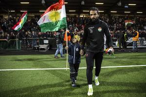 Peshraw Azizi is often put on the bench but one of the most important players as a symbol for Dalkurd's Kurdish identity. Azizi came to Sweden from Kurdistan at the age of 12 and is the son of a Peshmerga soldier who have been fighting for Kurdish independence.