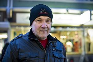 – Jag är på stan för köpa några biljetter till Nolatoks nyårsrevy och har inte tänkt handla på rean, säger Lars- Anders Nordin från Husum, jag har redan allt jag behöver.