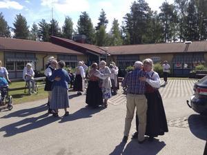 Uppvisningen avslutades med en stund allmän dans.   Foto: Lars Rolfhamre