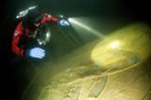 Mundogas har undersökts av dykare. De anser att fartygsvraket är ett stort miljöhot.