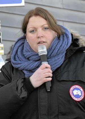 Emma Lundgren var initiativtagare till demonstrationen. Hon tycker att det inte går att spara mer på skola och barnomsorg.