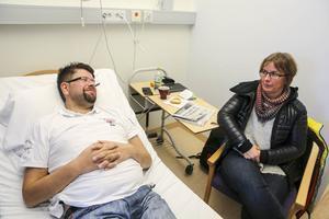 Sambon Astrid Olofsson brukar följa med till Onkologen.