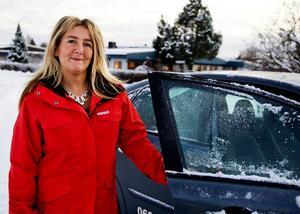 Kicki Forslund är delägare i Stenstans trafikskola. Hon tycker att det är fantastiskt roligt att möta eleverna, men värdesätter dubbelkommandot de har i övningsbilarna.