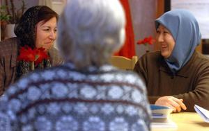 Karima Ghulam Yahya och Rahima Hussaini har kommit varje tisdagskväll till mötesplats Kupan.