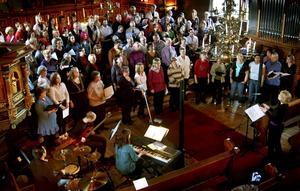 Ett mäktigt framförande blev det när flera körer i Bergslagens kontrakt gick samman och blev 120 röster stark i en gospelkonsert i Ljusnarsbergs kyrka.