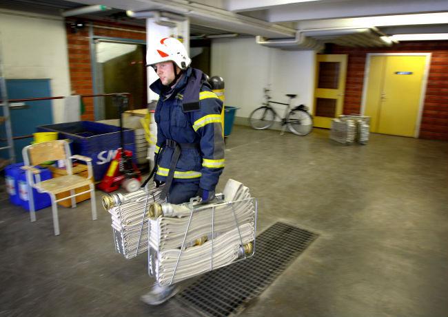 Brandman forgrep sig pa flicka pa brandstationen