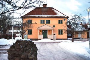 Före detta Husmoderskolan i Leksand är en av fastigheterna som Leksandsbostäder vill sälja.