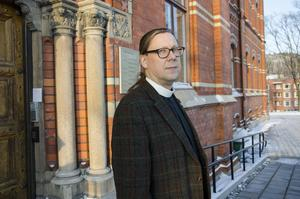 Stefan Andersson, kyrkoherde, säger att kyrkans dåliga ekonomi beror på ett svikande medlemsantal.