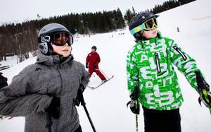 William Cederberg och Tobias Tägtström tycker det är roligt att åka skidor och valde därför vinterakrobatik som individuelltval.