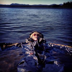 När, om inte på sommaren ska man testa sin flytoverall i Rönnösjön?