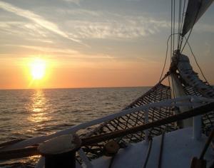 Besättningen fick njuta av flera vackra solnedgångar ombord på Falken.