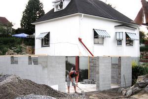 Här byggs en ny källare ihop med den gamla.