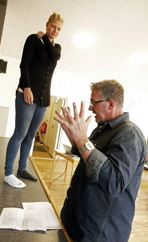 – Pröva att vara ännu mer uttrycksfull! Hans Werner är inkallad som regissör och ger tips till Petra Wiklund.