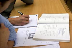 Övning krävs. Debatten om skolanfortsätter. Skribenter lyfter fram övningens betydelse och att eleverna måste vara motiverade.Foto:Scanpix/TT