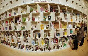 Enligt egen utsago läste Harriet Klausner upp till sex böcker om dagen.