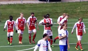 Rafael York firar efter sitt straffmål. 17-åringen hade bara gjort två mål innan matchen mot IFK Timrå. Den  siffran mer än dubblerades på lördagen.