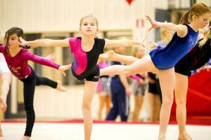 Träning inför helgens uppvisning stod på schemat när gymnasterna fick göra sin första bekantskap med den nya hallen.