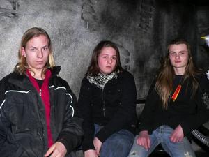 Stefan Nilsson, Alexander Backlund och Johan Gaard bor allihopa i Gustafs, men har tagit sig till Café Caoz den här demokvällen för att lyssna på hårdrock och metalmusik.