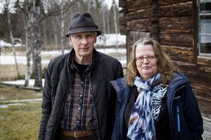 Börje Karlsson och Petra Gahm är två av de som arbetar med att lyfta frågor som berör Bjuråker. Nu kallar de till stormöte