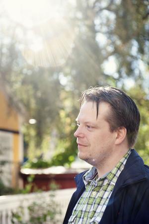 En intensiv höst väntar för Tobias Ringborg som pendlar till Leeds i England. Sex till sju veckors jobb om året räknar han med i Dalarna.