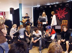 6. Underhållningen stod Göran Hånell, Emma Zetterman och Josefin Zachrison för.