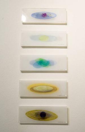 Skirt, genomskinligt måleri på akrylglas fyller det övre utställningsrummet  i Ahlbergshallen.Foto: Ulrika Andersson