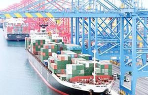 Kranar för lastning på skepp. FOTO: ABB