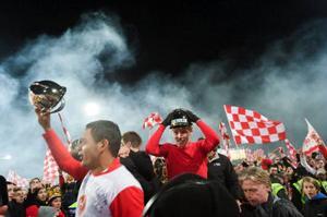 Guldjublet bröt ut på Örjans vall efter att Kalmar FF spelat   2–2 mot Halmstad på söndagen. SM-guldet är Kalmars första i klubbens historia. Foto: Björn Larsson Rosvall/SCANPIX