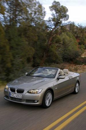 BMW 320 ligger på tredje plats med 353 sålda bilar. Foto: BMW