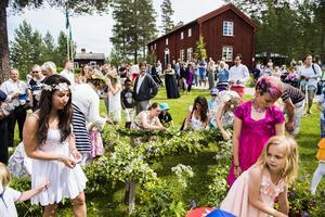 Midsommarfirande på Själevads hembygdsgård blev en väldbesökt tillställning, mycket på grund av det fina vädret.