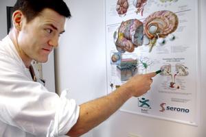 - Hjärnan och kroppen fungerar ganska likt ett elsystem, säger Fredrik Walentin, neurolog. BILD: STEFAN HAZIANASTASIOU