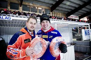 Glada miner hos supporterklubbsordförandena Andreas Sonefors och Robert Bergius. Och i bandymatchen stod det 0-0.
